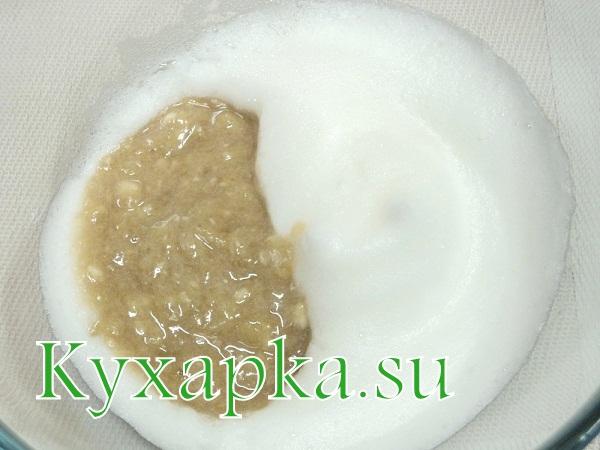 Оладьи под бананово-ежевичным соусом