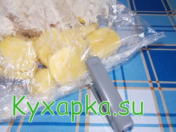 Курица запеченная в рукаве с картофелем