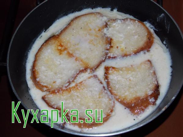 Хлеб в омлете из черствого хлеба
