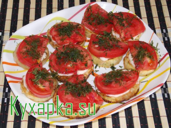 Кабачки жарены с помидорами к праздничному застолью