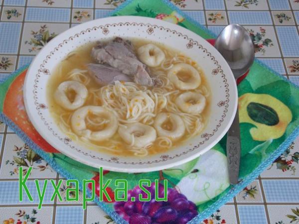 Суп с домашней лапшой и свиной рулькой