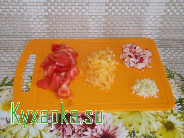 Салат из помидор и перчиков