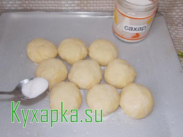 Булочки сахарные