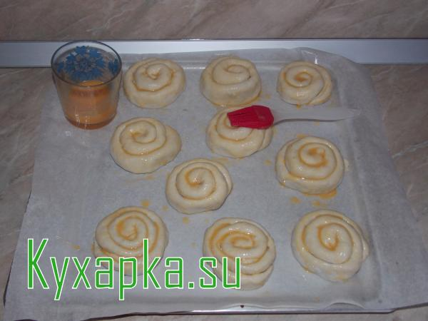 Улитка из слоеного теста: пирожки с рыбными консервами из готового слоеного теста