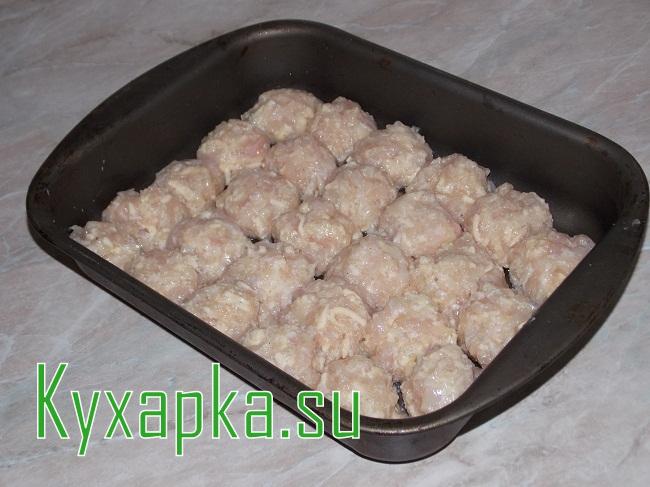 Куриные шарики в сметанном соусе