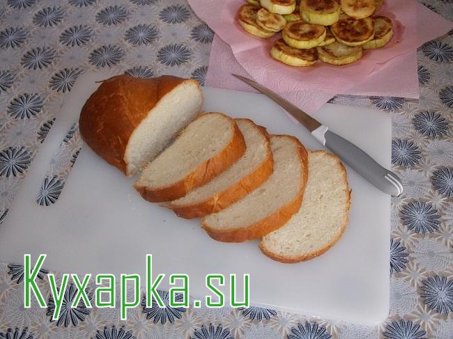Горячие бутерброды с кабачком и помидорами